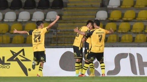Coquimbo Unido festeja un gol en duelo frente a Iquique (Foto: Agencia Uno)